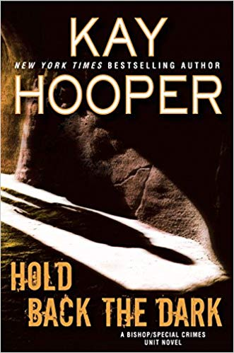 Kay Hooper – Hold Back the Dark Audiobook